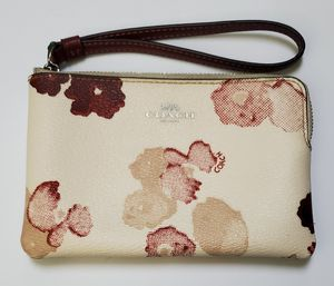 Coach White Floral Wristlet for Sale in Hayward, CA