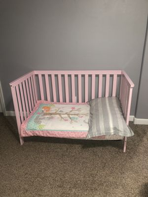 Pink crib convertible toddler bed for Sale in Maricopa, AZ