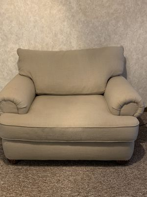 Oversized chair for Sale in Belpre, OH