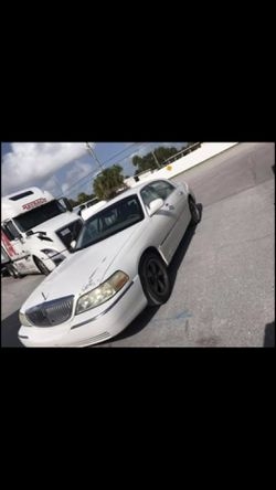 have a 03 town car for sale 1400 obo for Sale in Odessa,  FL