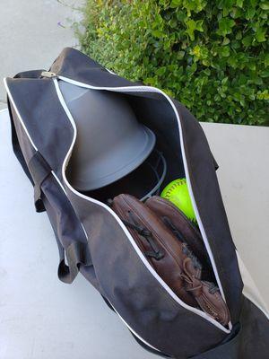 Easton softball bag for Sale in Wasco, CA