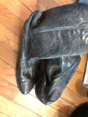 Men's size 8 1/2 cowboy boots with suede inside not sure if gator or snake skin outside for Sale in Herndon, VA