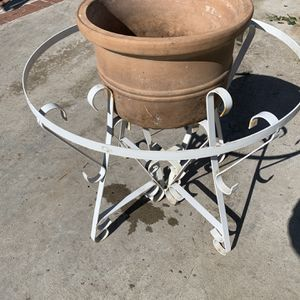 Metal Plant Stand -pot Not Included -San Fernando Valley -northridge for Sale in Los Angeles, CA
