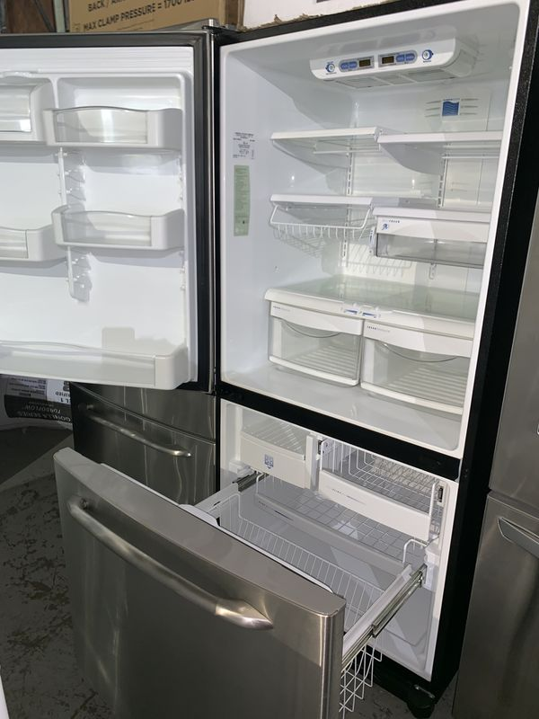 GE stainless steel bottom freezer refrigerator in excellent conditions with 4 months warranty