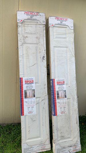 2 bifolding closet doors for Sale in Lakeland, FL