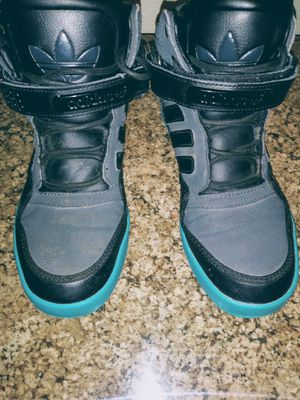 Black Adidas size 5 Youth like new for Sale in Bakersfield, CA