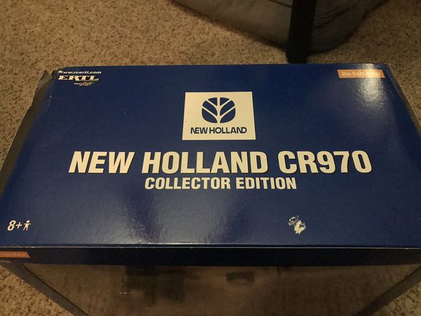 ERTL diecast 1/32 New Holland Farm CR970 combine tractor