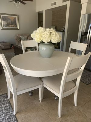 WHITE 5 PIECE KITCHEN TABLE AND. CHAIRS (Jacklin by Kelly Clarkson furniture) for Sale in Chandler, AZ