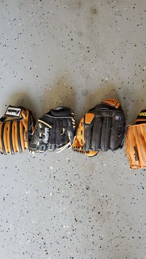 Baseball gloves for Sale in Federal Way, WA