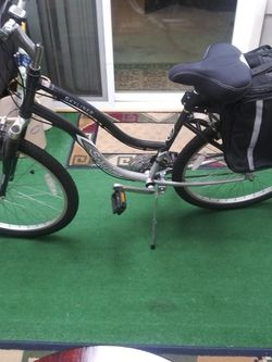 Schwinn 26-in Women's Mountain Bike for Sale in Auburn,  WA