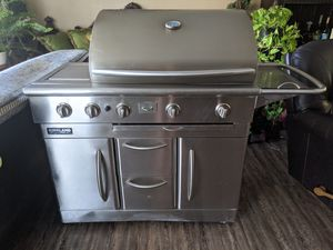 Kirkland Signature stainless steel 5-buners grill for Sale in Las Vegas, NV