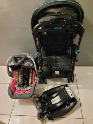 BABY DOUBLE STROLLER WITH CAR SEAT AND BASE for Sale in Miami, FL
