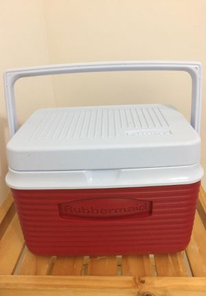 Cooler - Rubbermaid 6-can LIKE NEW for Sale in Reston, VA