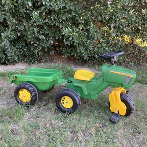 Kids John Deer Tractor With Trailer for Sale in Jurupa Valley, CA