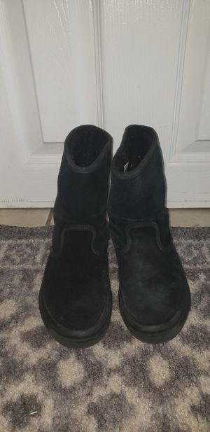 Van's uggs Hi Top suede boot kids size 1 for Sale in Monroeville, NJ