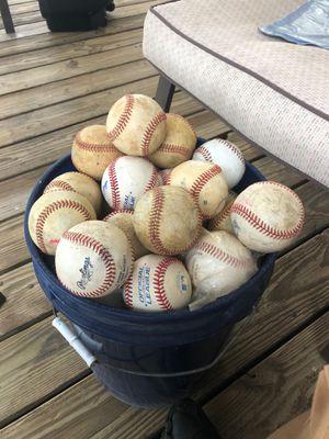 Baseballs bucket for practice sport batting for Sale in Greater Landover, MD