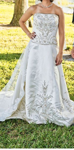 Wedding dress sizes 10 for Sale in Kissimmee, FL