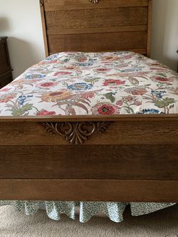 Golden Oak Antique Bed for Sale in Tualatin,  OR