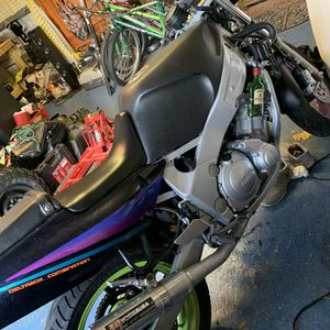 Motorcycle Yamaha Fzr600 for Sale in East Northport, NY