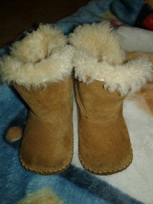 Boys or girls ugg boots size 3 for Sale in Phoenix, AZ