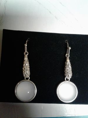 Glass Diamond Earings NRT for Sale in Pomona, CA