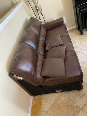 Nice sectional sofa couch set with ottoman available now! for Sale in Redondo Beach, CA