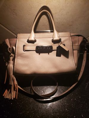 Coach Swagger 27 leather crossbody for Sale in Norridge, IL