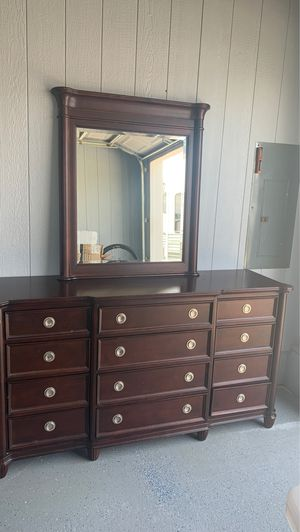 Solid wood Queen Bedroom set for Sale in Trappe, MD
