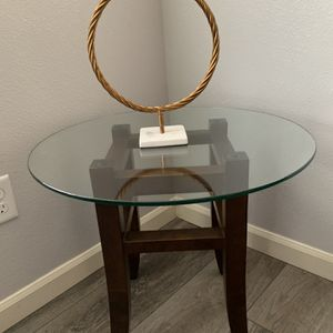 "Solid Wood / Glass End Table !!!18"" H 20"" D for Sale in Vancouver, WA"