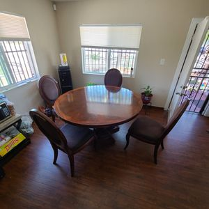 Table and chairs for sale for Sale in Wilmington, CA