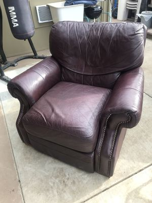 Leather recliner for Sale in Modesto, CA