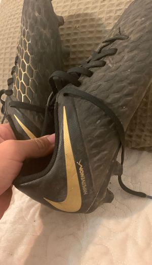 hypervenom gold and black cleats//size 7.5 for Sale in Chicago, IL