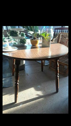 Round table for Sale in Lake Alfred, FL
