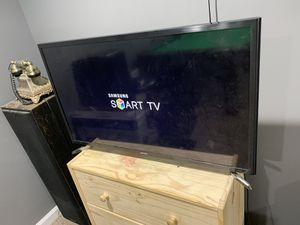 32 inch SAMSUNG SMART TV for Sale in Snellville, GA