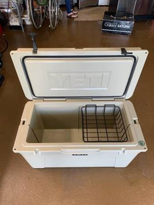 Yeti tundra 75 cooler with dry goods basket for Sale in Falfurrias, TX