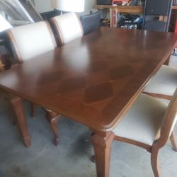Selling Dining Room Table 6 Chairs for Sale in Kissimmee,  FL