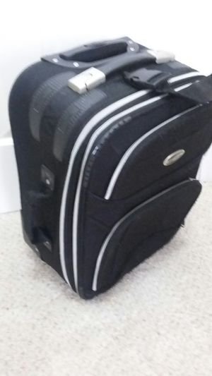 NICE 20 ' TRAVEL AMERICA CARRY ON CABINE LUGGAGE LIKE NEW for Sale in Alexandria, VA