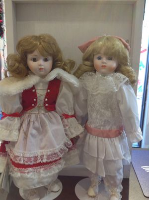 Set of 2 Porcelain Dolls (PDB3) for Sale in West Dundee, IL