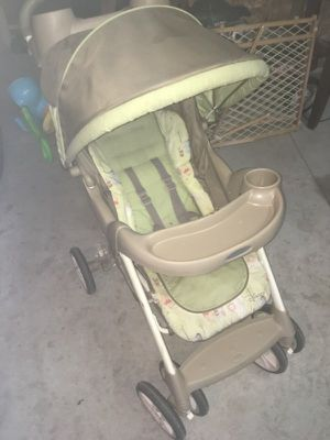 Graco winnie the pooh stroller for Sale in Inkster, MI