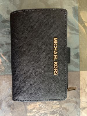 Michael Kors small wallet for Sale in Los Angeles, CA