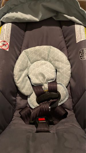 Infant car seat plus base for Sale in Charlotte, NC