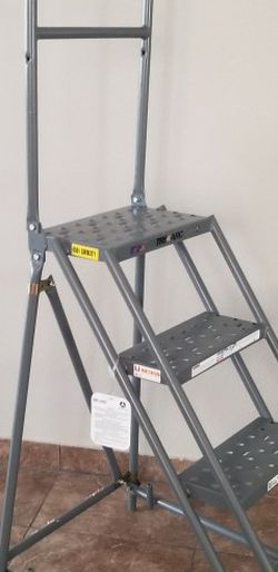 Tri-Arc Ladder 4 Steps Steel for Sale in Nellis Air Force Base,  NV