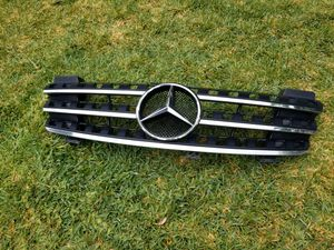 ML350 Mercedes Benz front Grill for Sale in La Habra Heights, CA