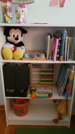 White book case for Sale in Piscataway, NJ