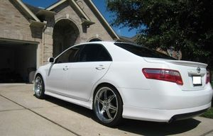 Luxee White O7 Toyota Camry Great FWDReally for Sale in Bellevue, WA
