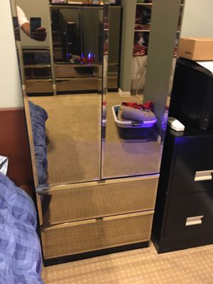 Clothes Drawer chest with Mirrors for Sale in Placentia, CA