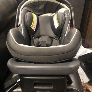 Graco Snugride Snuglock 35 Infant Car seat for Sale in Pflugerville, TX