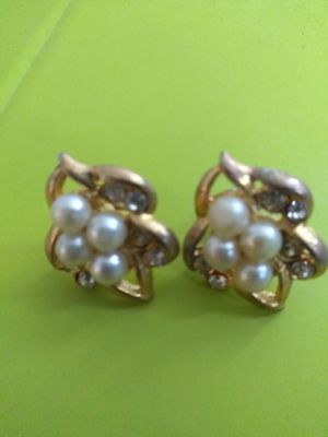 Lovely Vintage Pierced Earrings for Sale in Chicago, IL