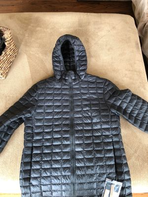 North Face Men's Thermoball Eco Hoodie (Size Large); Retail Price: $220 for Sale in Cardiff, CA