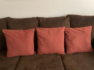 3 pc couch pillows for Sale in Jefferson City, MO